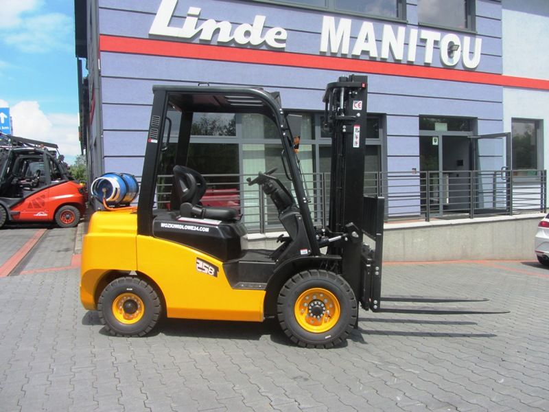 new NISSAN Blachdeker FG25 Side shift forklift